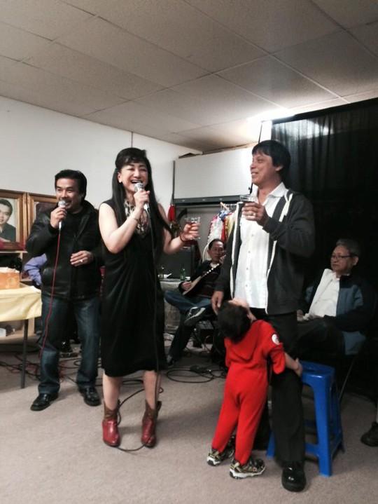 NS Philip Nam - chồng của NS Cẩm Thu và NSƯT Thanh Thanh Tâm giao lưu với khán giả trong buổi sinh nhật