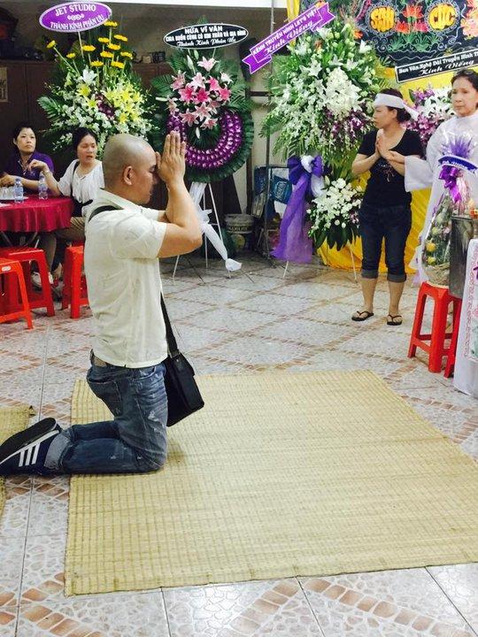 Đạo diễn Vũ Minh đến viếng tang lễ mẹ của NSƯT Kim Xuân