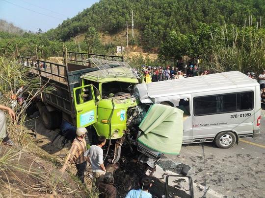 Hiện trường vụ tai nạn thảm khốc ở Thanh Hóa chiều ngày 24-1