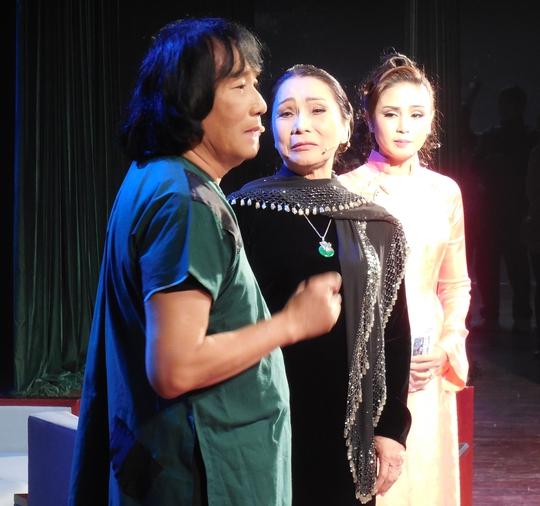 NSƯT Minh Vương, NSND Bạch Tuyết và NS Thy Trang trong trích đoạn Đời cô Lựu