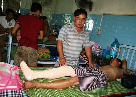 Nguyễn Văn Tuấn đang được điều trị tại Bệnh viện Đa khoa Bình Định