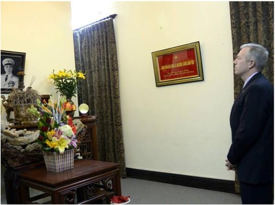 Đại sứ Mỹ tỏ lòng tôn kính với Đại tướng