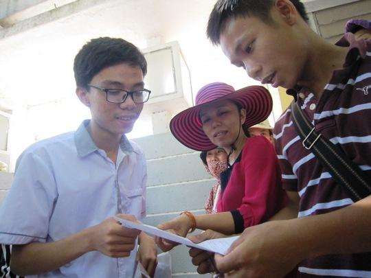 Các thí sinh xem lại bài sau buổi thi