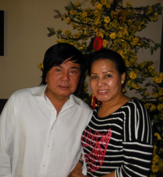 NS Châu Thanh và vợ - NS Ngọc Huyền Châu trong buổi gặp gỡ báo chí sáng 28-1 tại sân khấu 126