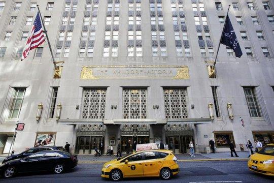 Khách sạn Waldorf-Astoria đã được bán cho tập đoàn bảo hiểm Anbang (Trung Quốc). Ảnh: AP