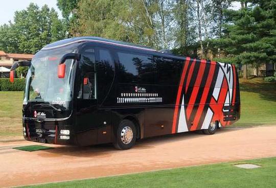Chiếc xe buýt của AC Milan vừa bị bán