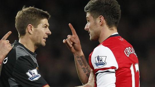 Gerrard và Giroud, ai sẽ chiến thắng đêm nay?