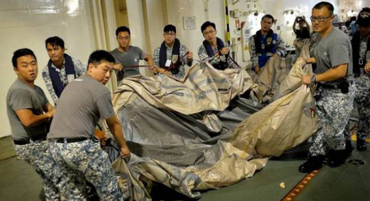...nhưng chưa thể xác định là của QZ8501. Ảnh: The New Paper
