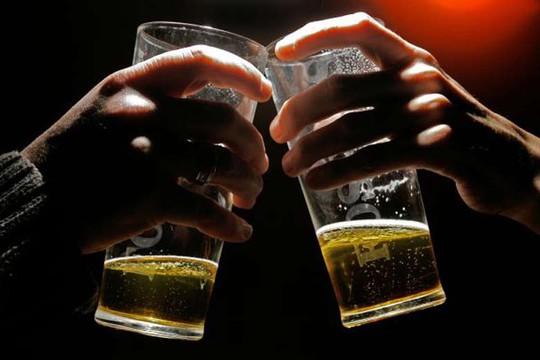 Hai nhà máy chưng cất rượu ở tỉnh Quảng Tây bị tình nghi cho thêm thuốc Viagra vào rượu. Ảnh: AP