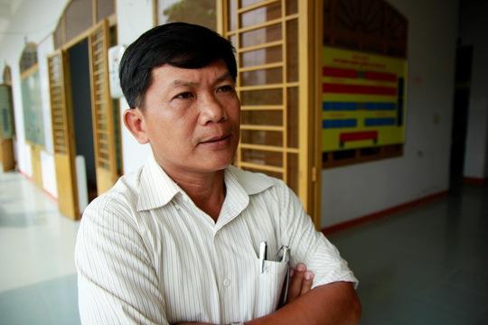 """Ông Hoàng Kim Minh, Chủ tịch UBND xã Quế An là một trong những cán bộ xã """"ăn"""" gà của dân"""
