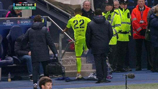 Alves dằn mặt Enrique, Neymar đòi đánh fan Man City