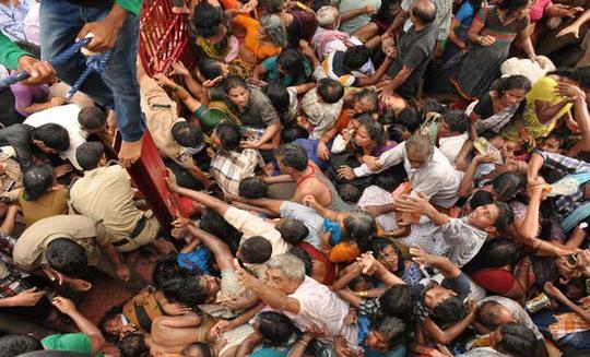 Hiện trường vụ giẫm đạp. Ảnh: Deccan Chronicle