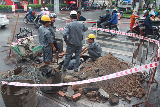"""""""Hố tử thần"""" xuất hiện sáng 26-6, ngay góc giao lộ Võ Văn Tần – Trương Định"""