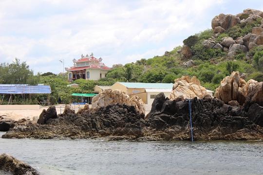Miếu thờ tổ nghề yến sào Khánh Hòa trên đảo Hòn Nội