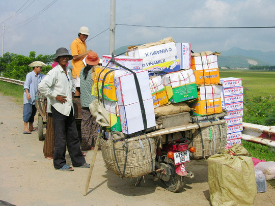 Do nhu cầu tiêu dùng của người dân Campuchia rất cần các loại rau, củ, quả nên nông sản ở Việt Nam xuất sang tiêu thụ khá dễ dàng và bán được giá. Nếu trước đây, nông sản chỉ đưa lên Kiên Lương, Giang Thành và Hà Tiên (Kiên Giang); bây giờ không cần phải đi xa, chỉ tập trung về Cửa khẩu Quốc tế Tịnh Biên xuất bán về Phnom Den.