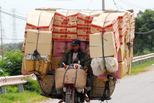 Các mặt hàng gia dụng khác cũng được thương lái Campuchia sang tiêu thụ rất mạnh.