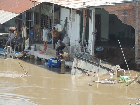 Một điểm sạt lở nặng tại huyện Châu Thành, tỉnh Hậu Giang Ảnh: Ca Linh