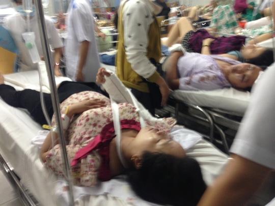 Chị Trần Thị Mỹ Nhân bị chấn thương đầu, gãy chân phải
