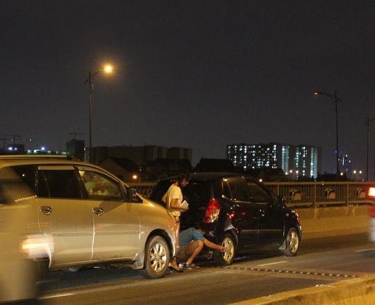 Hiện trường vụ va chạm giữa 3 xe ô tô đoạn qua cầu Giồng Ông Tố