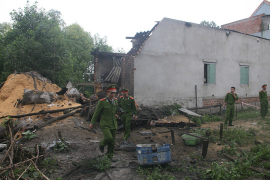 Căn nhà bị nổ tan hoang