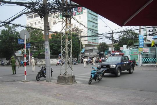 Cơ quan chức năng tiến hành phong tỏa đường Trần Quốc Thảo (đoạn trước bệnh viện Tai Mũi Họng TP HCM) để phục vụ công tác cưỡng chế