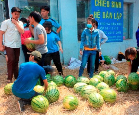 Sáng 19-4, đơn vị tổ chức đã bán hết hơn 30 tấn dưa