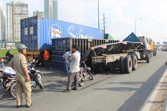 Mặt đường lún sâu hơn 10 cm là nguyên nhân dẫn đến nhiều vụ tai nạn liên tiếp trong những ngày qua