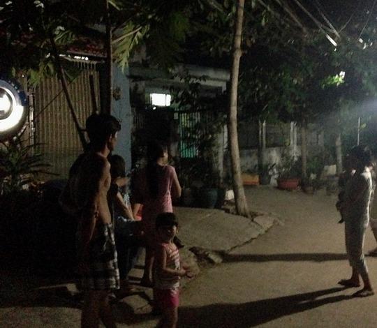 Trong đêm, nhiều người còn bàn tán xôn xao về vụ cướp táo tợn