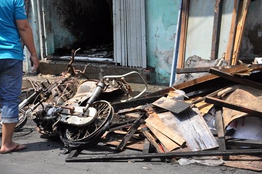 Cháy nhà giữa khuya, bé 11 tuổi tử vong