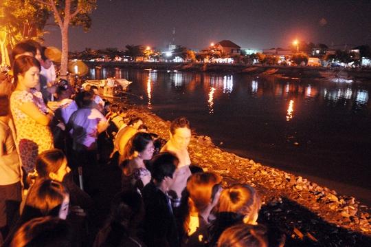 Khu vực bến phà Phú Định - nơi anh Nhánh bị 4 thanh niên đánh rơi xuống kênh Tẻ mất tích vào tối 12-7