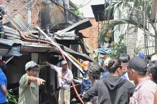 Dãy nhà gồm 7 căn liền kề bị cháy rụi, đổ sập hoàn toàn