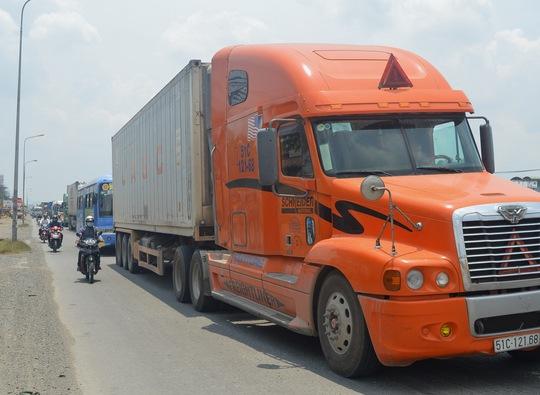 Vụ tai nạn làm giao thông trên Quốc lộ 1 hướng về TP HCM ùn tắc