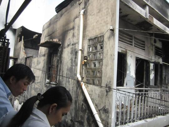 Tường nhà bị đổ sập sau đám cháy