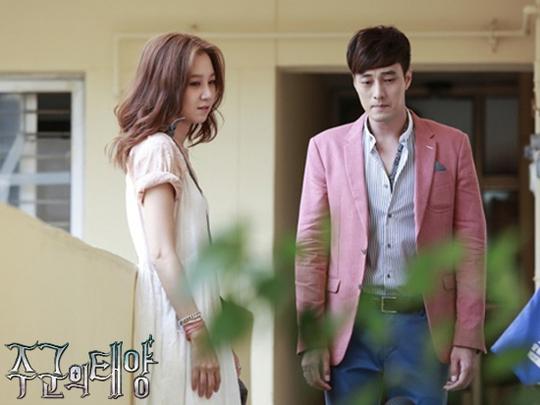"""Có lẽ định mệnh đã cuốn hai số phận vào nhau, sắp đặt Gong Sil – người con gái luôn bị bóng tối của những điều siêu nhiên ám ảnh vào cuộc sống đầy cô độc của """"chàng Joo""""."""