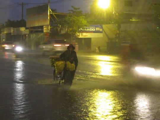TP HCM mát dịu với con mưa rào rạng sáng