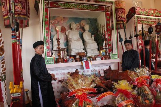 Đền thờ tổ nghề yến sào Khánh Hòa