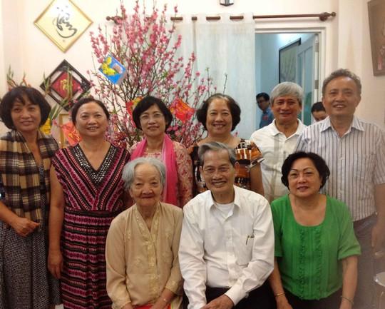 Bà Trần Thị Ngọc Sương và ông Nguyễn Trọng Xuất cùng con gái. (Ảnh do gia đình ông Nguyễn Trọng Xuất cung cấp)