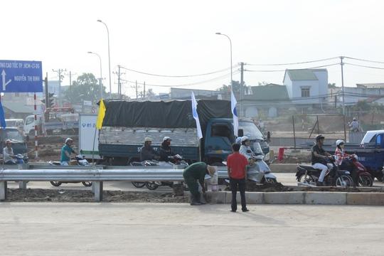 Công tác chuẩn bị để ngày mai (10-1), thông xe thêm 4 km đường dẫn cao tốc TP HCM – Long Thành – Dầu Giây đã cơ bản hoàn thành
