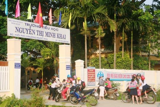 Việc chấp hành đội mũ bảo hiểm tại trường Tiểu học Nguyễn Thị Minh Khai rất tốt
