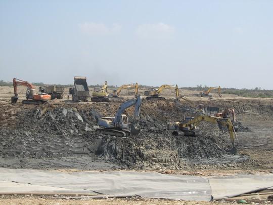 Dù có chủ trương đóng cửa nhưng việc thi công vẫn được tiến hành tại bãi chôn lấp số 3 nhằm bảo đảm môi trường