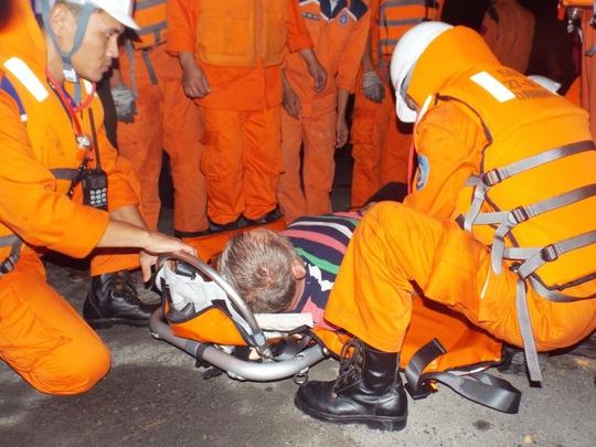 Thuyền viên nước ngoài được đưa vào Nha Trang an toàn