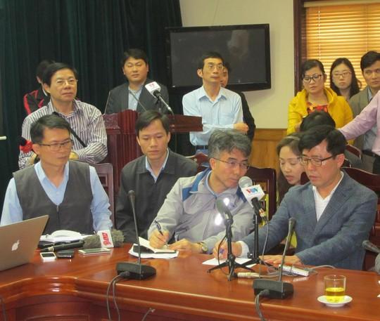 Đại diện nhà thầu Hàn Quốc tại cuộc họp báo.