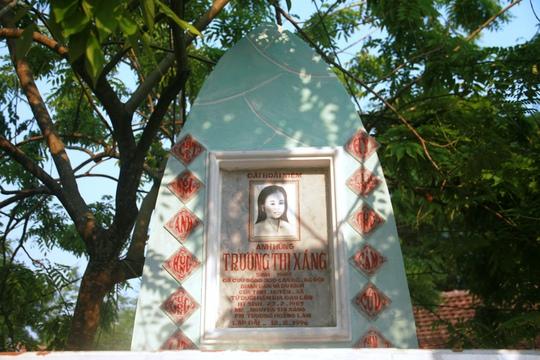 Đài tưởng niệm Anh hùng lực lượng vũ trang Trương Thị Xáng tại địa phương