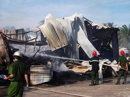 Lực lượng chữa cháy tích cực dập tắt ngọn lửa nhưng mọi nỗ lực điều không đạt kết quả.