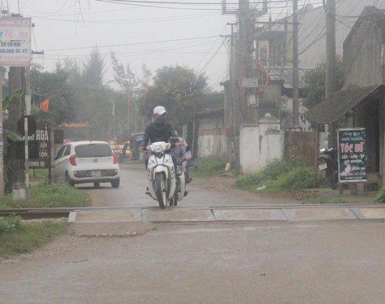 Các đường ngang dân sinh đoạn qua huyện Nghi Lộc, Nghệ An luôn tiểm ẩn nguy cơ tai nạn giao thông đường sắt.