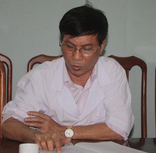 Ông Trần Khắc Tiến, Giám đốc BVĐK Diễn Châu cho biết nguyên nhân ban đầu dân đến mẹ con san phụ tử vong là do vở tử cung, mất máu. Ảnh: Thái Cao