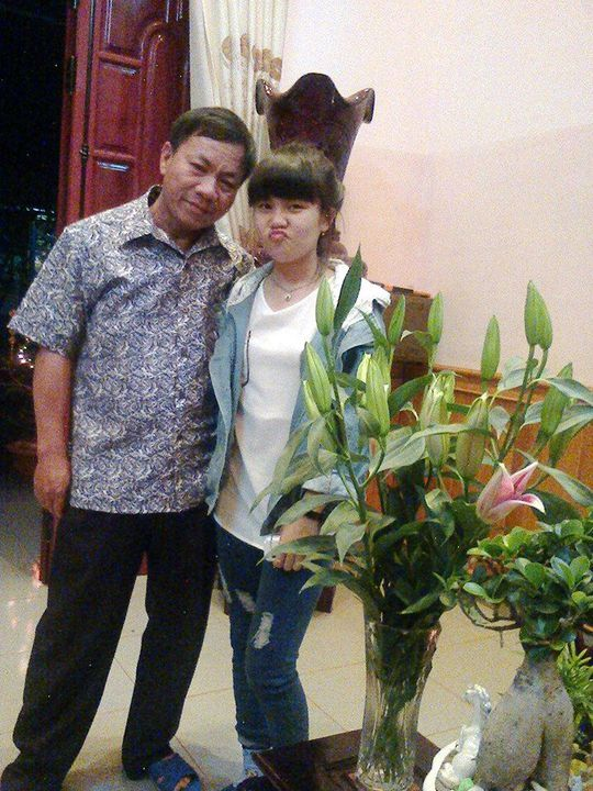 Hai cha con nạn nhân (Ảnh: Facebook Nguyễn Thị Thủy)