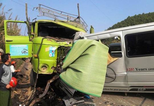 Hiện trường vụ tai nạn thảm khốc tại Thanh Hóa ngày 24-1, đã có 10 người tử vong