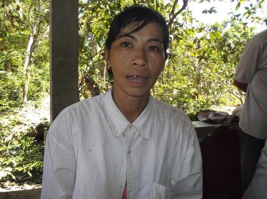 Bà Võ Thị Thúy Hằng kể lại sự việc xảy ra cái chết đau lòng của con mình. Ảnh: Ca Linh