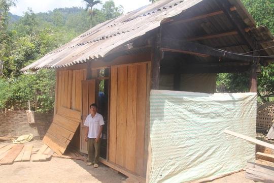 Sau vụ sát hại ông Bình được người thânđưa về nhà anh trai ở bản Phồng chăm sóc.